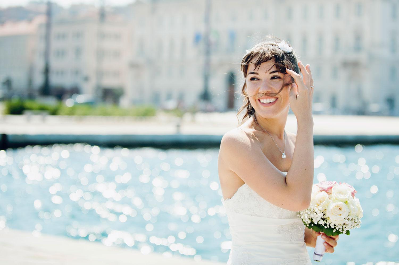 matrimonio a Trieste/ ritratto di sposa sul molo Audace con capelli al ventoDSC_2008-3.filtri